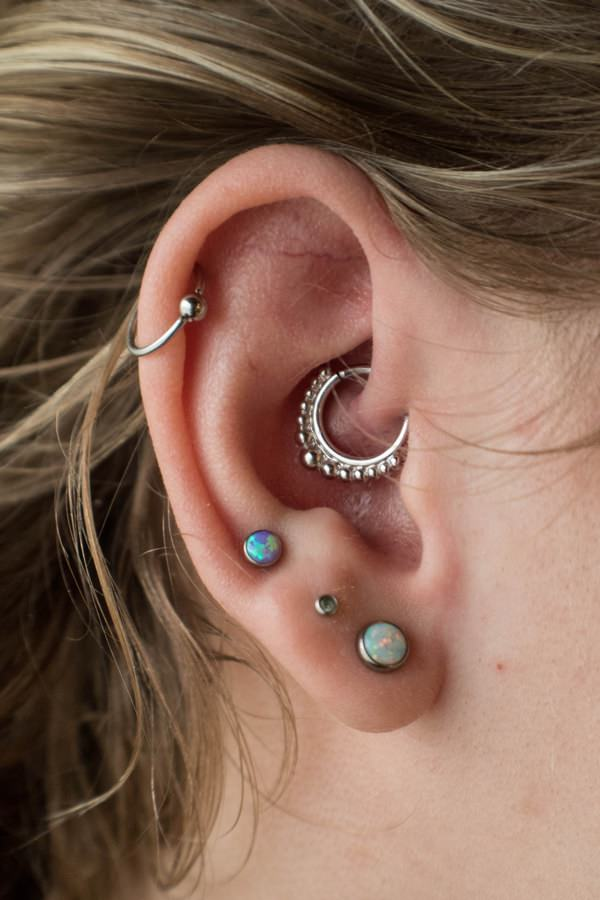 Daith Piercing: Everything You Should Know! (Including Images ...