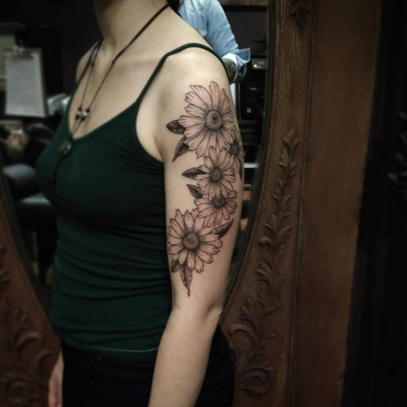 Daisy Tattoos For Men: 125+ Daisy Tattoo Ideas You Can Go For [+ Meanings]